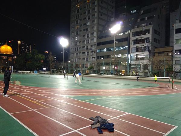 テニスだと大人数