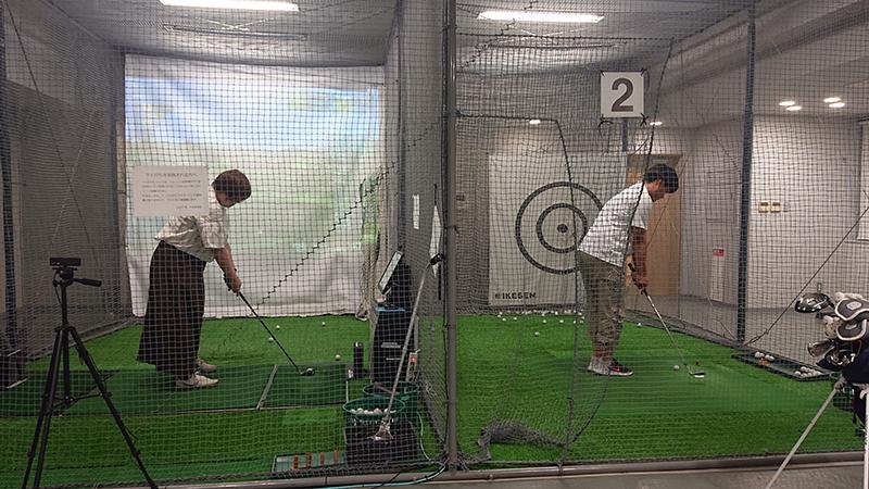 シュミレーションゴルフ練習風景