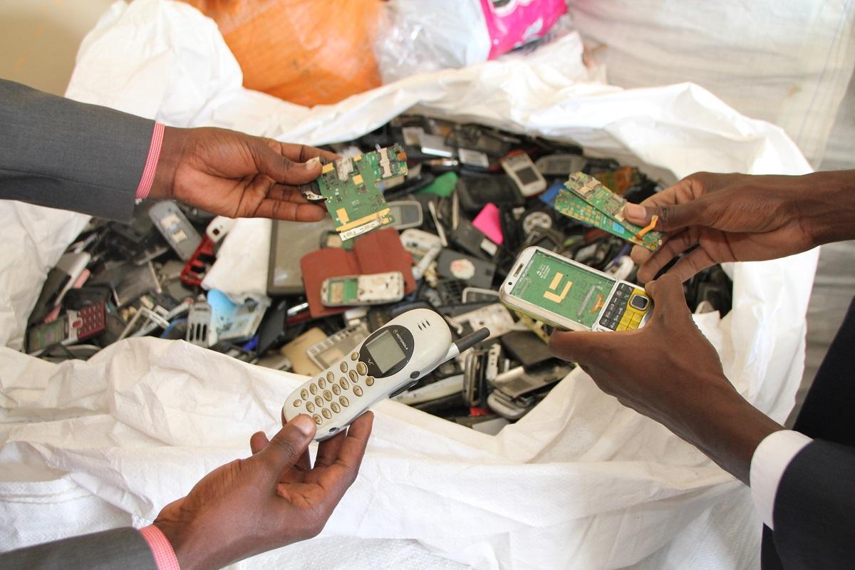 Closing the Loop社によって回収された製品寿命を終えた携帯電話類